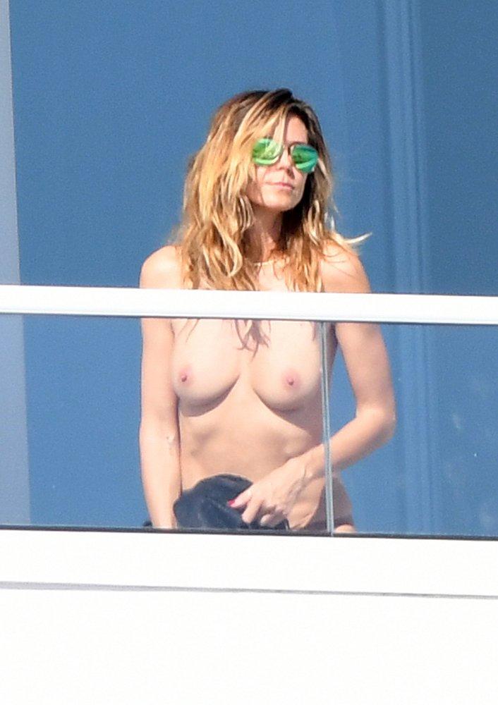 Heidi Klum caught topless on balcony in Miami, jan 07/17